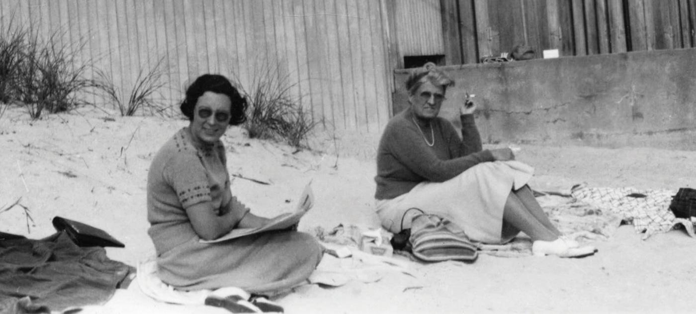 Morriss relaxing with a friend, Ellen Fernon, in 1938.