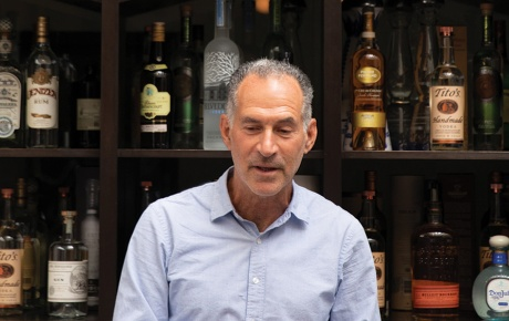 Photo of David Lipman '76 in front of the bar at a restaurant